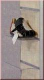 Plexiglashalterung für Schuhe, mit Preisschildhalter